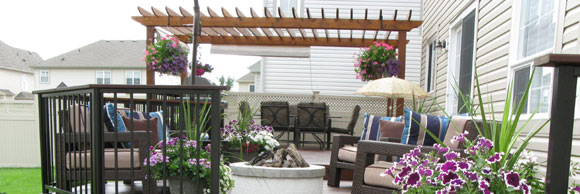 Large low level deck side view of pergola