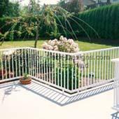 Narrow aluminum picket rail